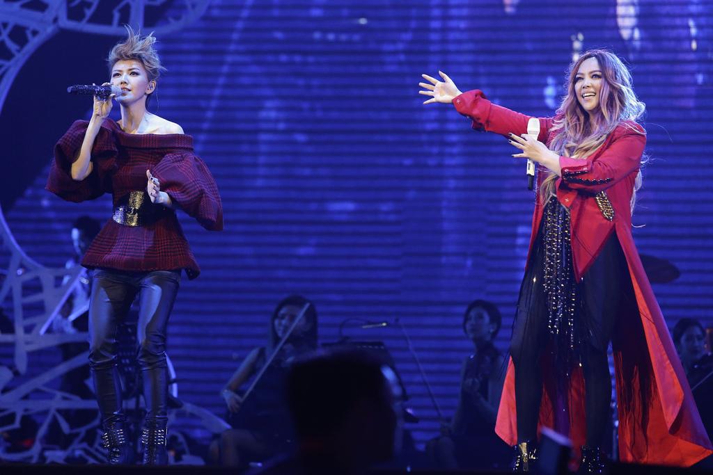 【影音】張惠妹合體孫燕姿:烏托邦最終場兩人演唱〈勇敢〉、〈我懷念的〉鑄造全新歌曲《我懷念你給的勇敢》