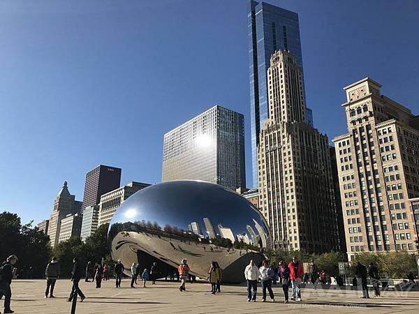 千禧公園的超大豆豆Millennium park Cloud gate-芝加哥行程推薦,芝加哥行程攻略