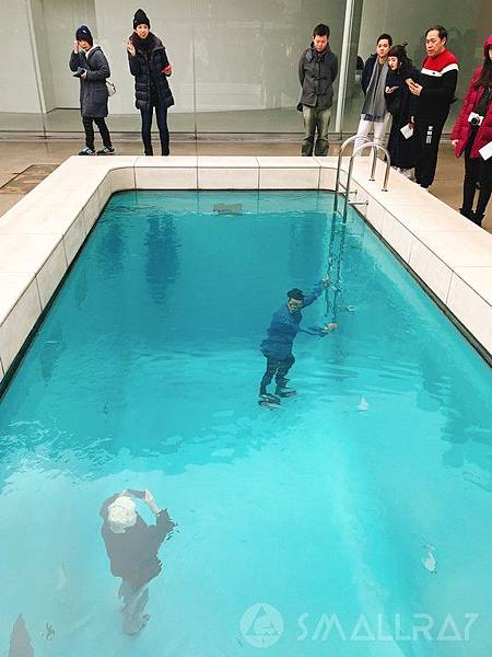 日本中部北陸地區-金澤市必去景點-金澤21世紀美術館游泳池人可在池底走泳池