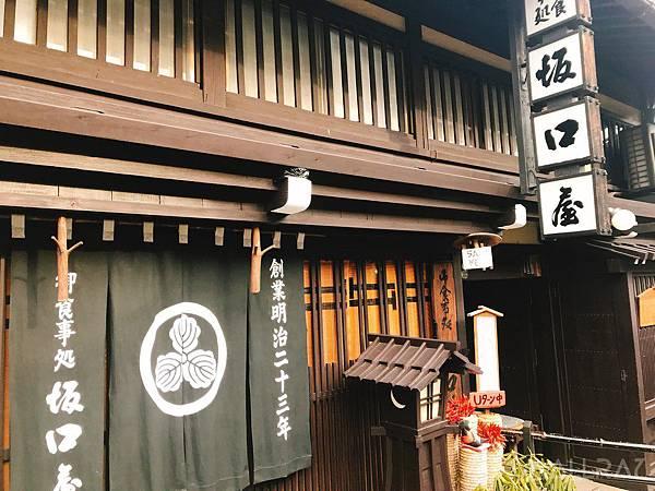 日本中部北陸地區必吃美食-高山市高山老街美食-飛驒牛握壽司坂口屋