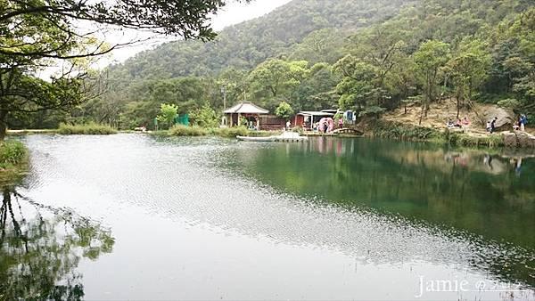 涼亭湖泊.jpg