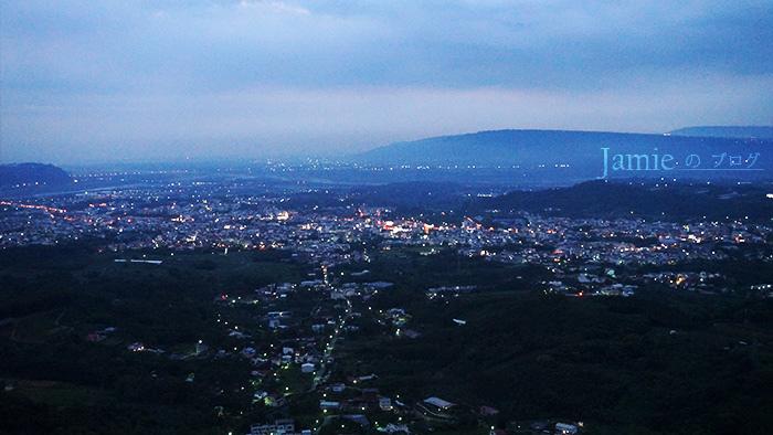 竹山夜晚璀璨夜景,千萬燈火星空呼應咖啡美食,全家人假日出遊景點.jpg