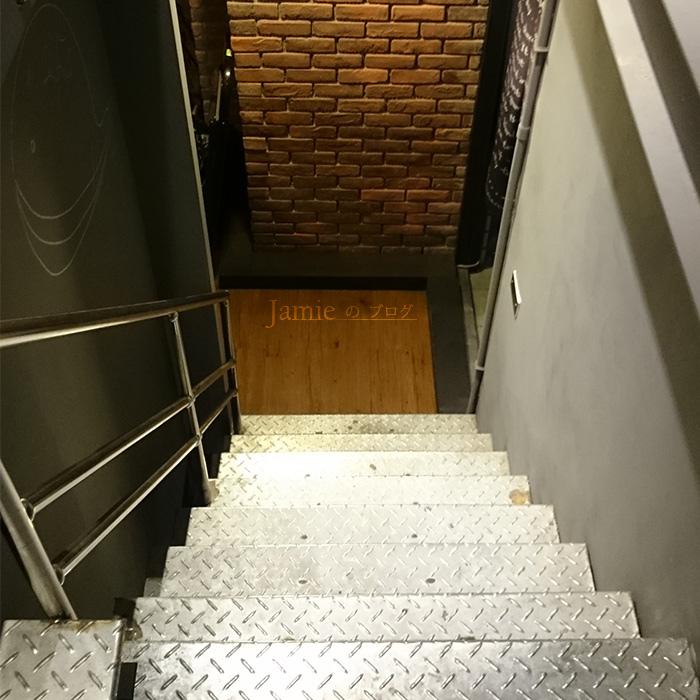 咖啡廳樓梯.jpg