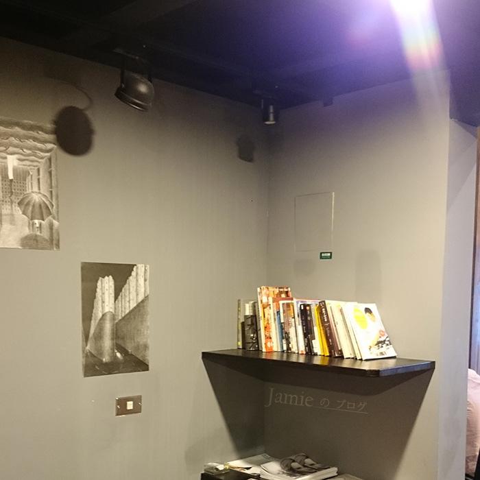 路易莎咖啡書櫃.jpg