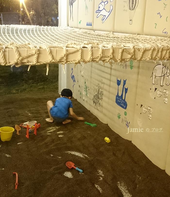 餐廳小孩玩沙區.jpg