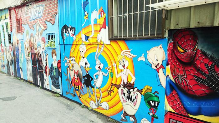 動漫巷大型巨幅塗鴉牆,兔兔出道76年了呢.jpg