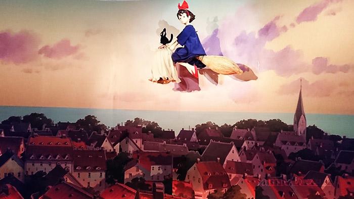 魔女の宅急便飛天掃帚,沒有強大的魔法,她的貓吉吉講話和騎飛天掃帚的能力.jpg