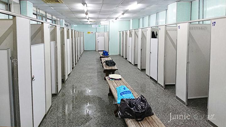 男性更衣室 沖洗室.jpg