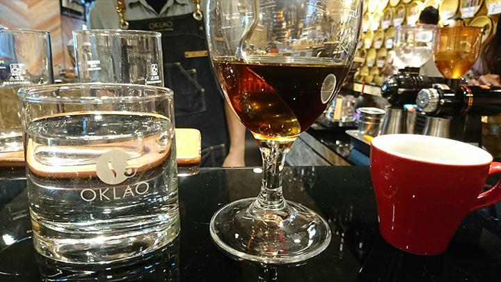 葡萄酒色的美味咖啡咖杯,水杯.jpg