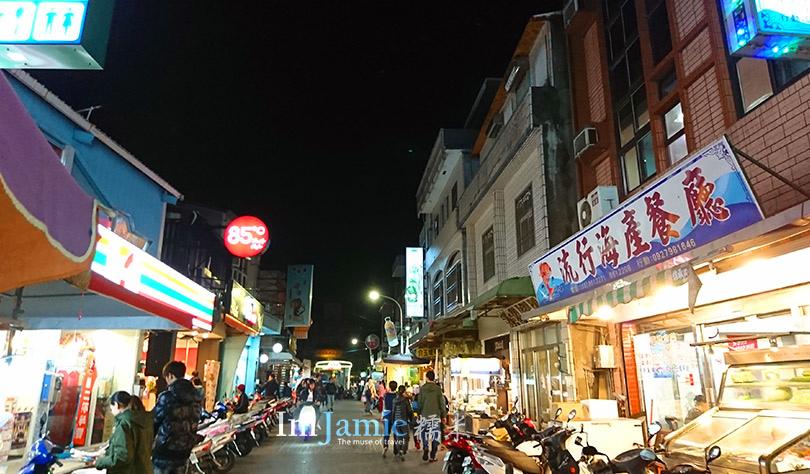 琉球夜晚海產餐廳便利商店.jpg
