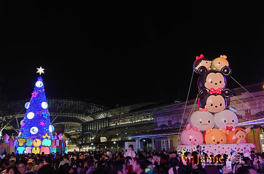 卡通圓球聖誕樹,車站人士最爆多的!!.jpg