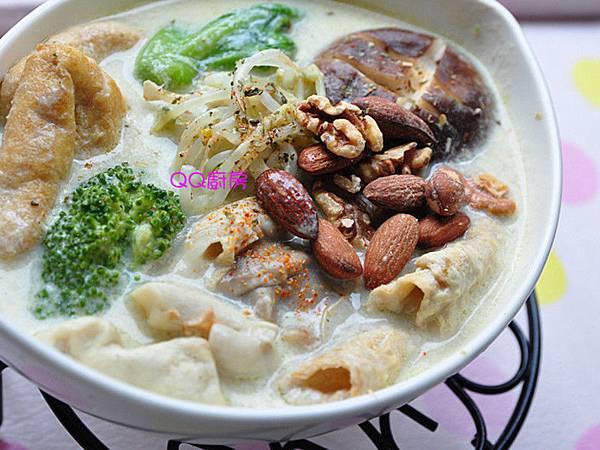 綠咖哩豆漿蔬食鍋