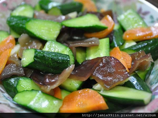 小黃瓜燴炒黑木耳片