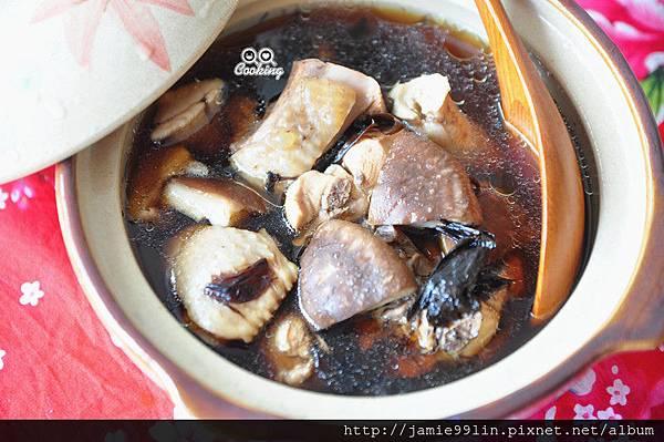 黑蒜頭燉香菇雞湯
