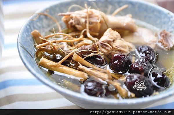 9尾草紅棗燉雞
