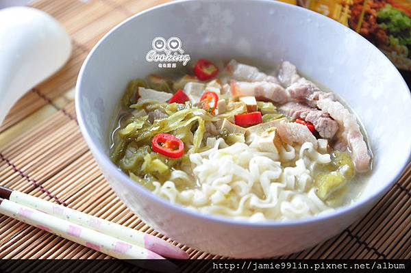酸菜肉絲湯拉麵