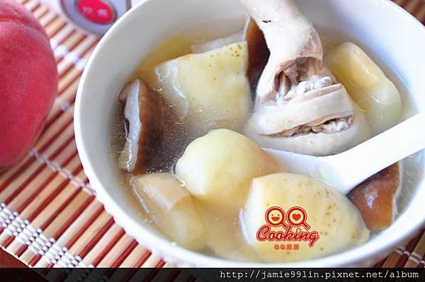 蜜桃香菇雞湯