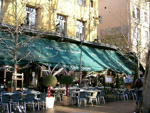 800px-Aix-_café_des_deux_garçons.jpg