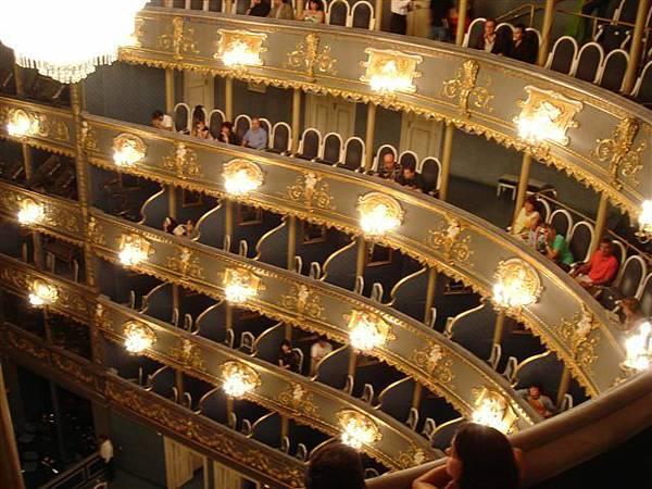 布拉格 艾斯特歌劇院