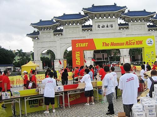 2009 Nike Human Race 10k-10.jpg