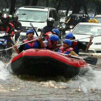 Raftin in JKT Banjir