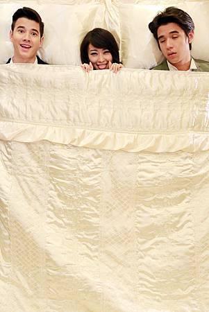 馬力歐、西野翔、New大膽拍床上3P照2