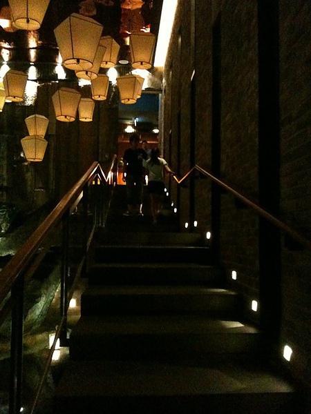 往2F樓梯.JPG