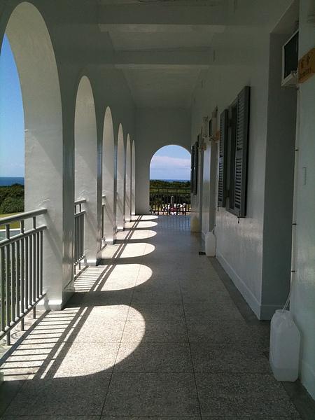 長廊外的藍天