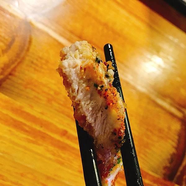 豬排軟嫩-宜蘭山拉麵.jpg