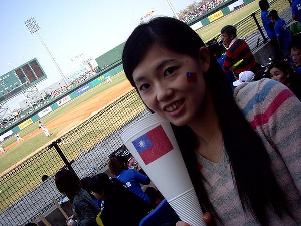 我後面是台中洲際棒球場唷