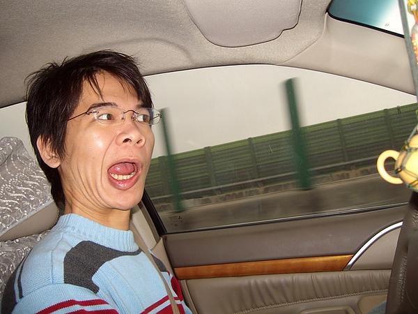 Ian:我很認真在開車耶!
