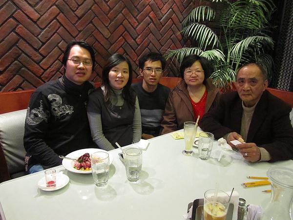20110204娘家聚餐-FE21加州洋食30.JPG
