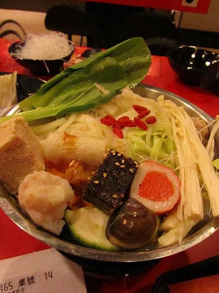 20110804吃難吃的火鍋04.JPG