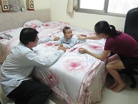 20111119阿愷去苡馨家滾床06.JPG