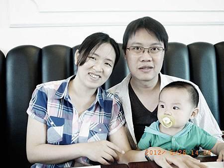 20120526跟瑞娟kiki板橋聚餐w阿愷03