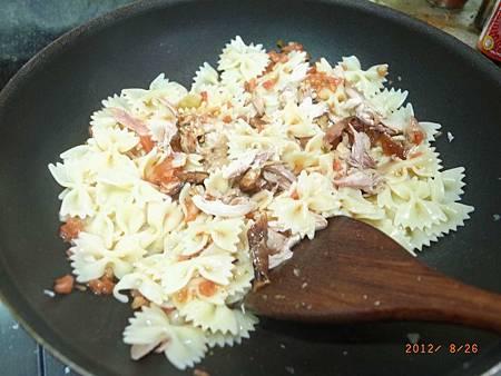 20120826難得下廚煮義大利麵08