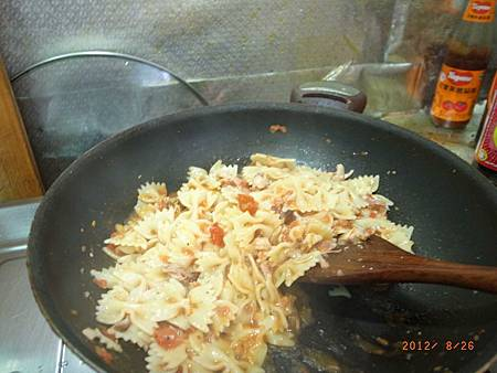 20120826難得下廚煮義大利麵11