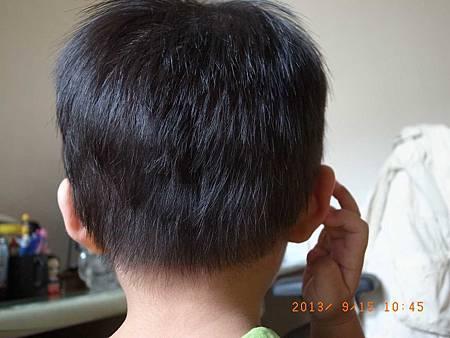 20130915幫阿愷剪頭髮05.jpg