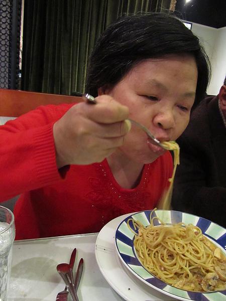 20110204娘家聚餐-FE21加州洋食19.JPG