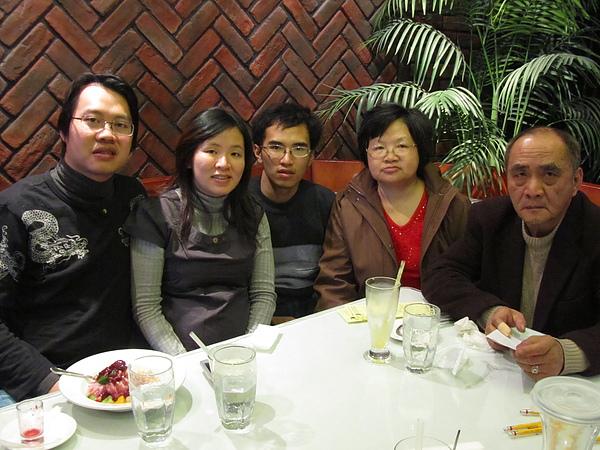 20110204娘家聚餐-FE21加州洋食31.JPG