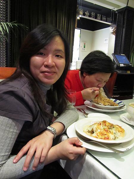 20110204娘家聚餐-FE21加州洋食17.JPG