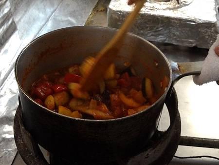 加入茄子拌炒入味.jpg