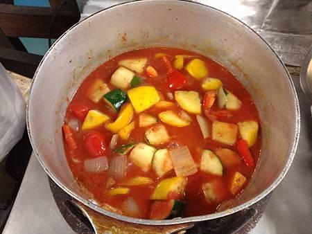 加入蕃茄泥和水.jpg