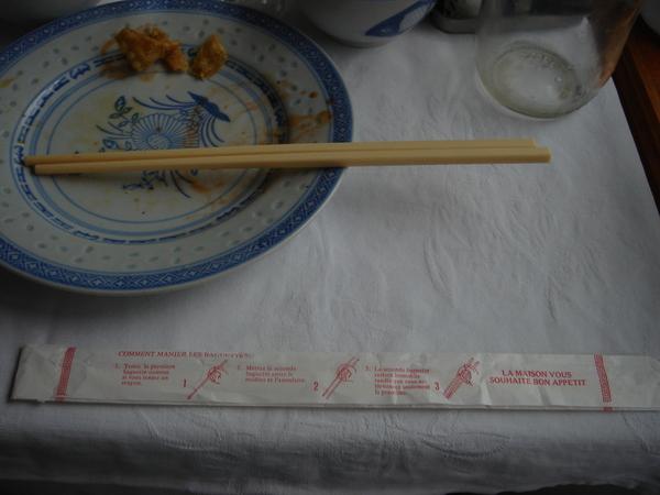 DSC04947中午吃酒家,有法文筷子說明書.JPG