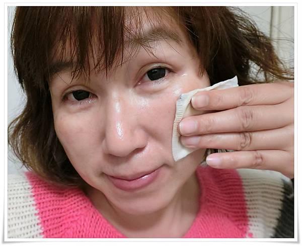潔膚水使用中3.JPG