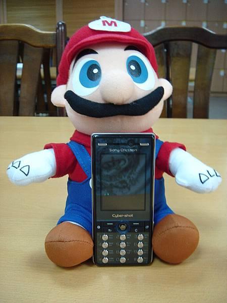 馬力歐抱我的手機XD