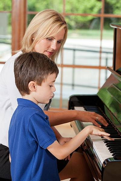 piano-teacher-and-child-original-size-compressed-to-largest-wordpress-pixel-size.jpg