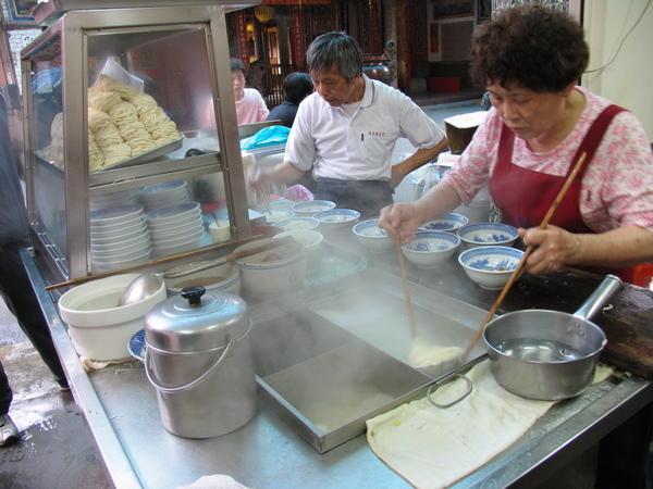 婆婆忙撈白麵