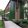 昔日的月台和修整後的火車