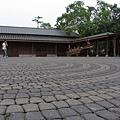 翻新的日式車站和廣場